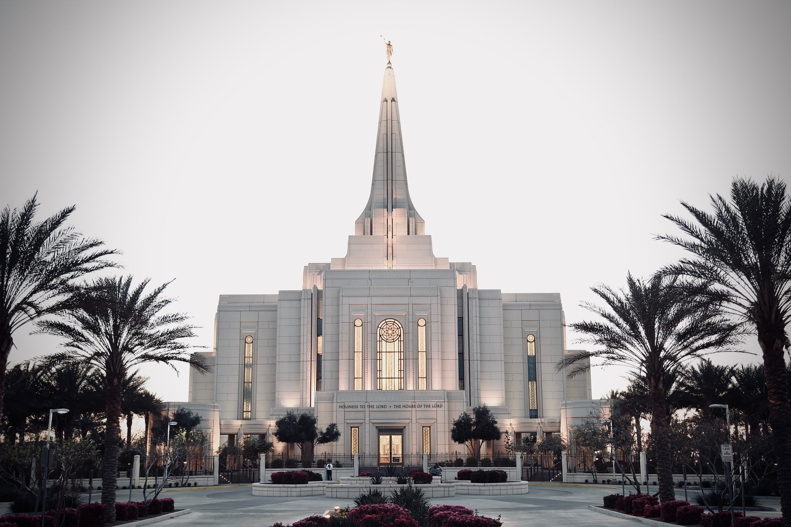 Picture of the Gilbert Arizona Temple of the LDS Church